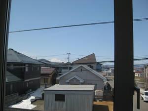 晴れた日は2階の窓から鳥海山を望むことが出来ます